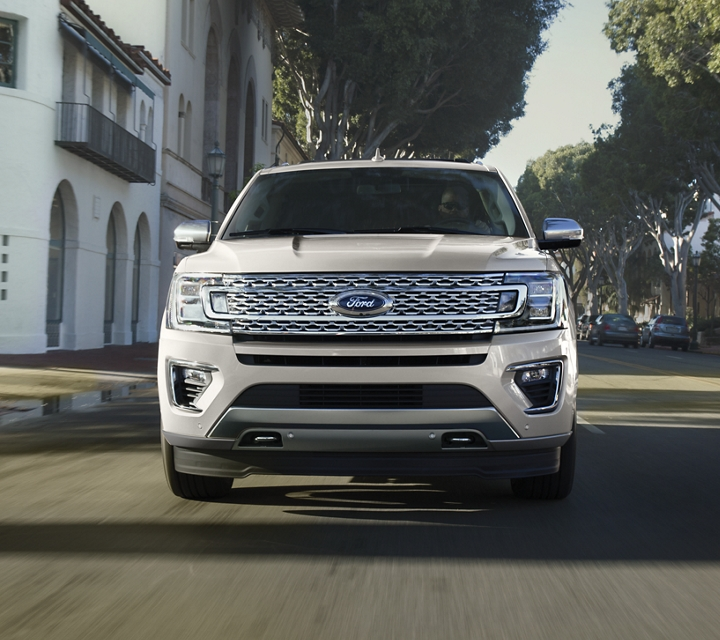 Vue de face de la Ford Expedition Platinum 2020